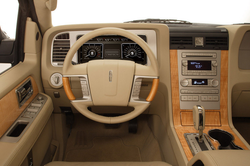 "Lincoln Navigator and MKZ awarded ""Interiors of the Year"""