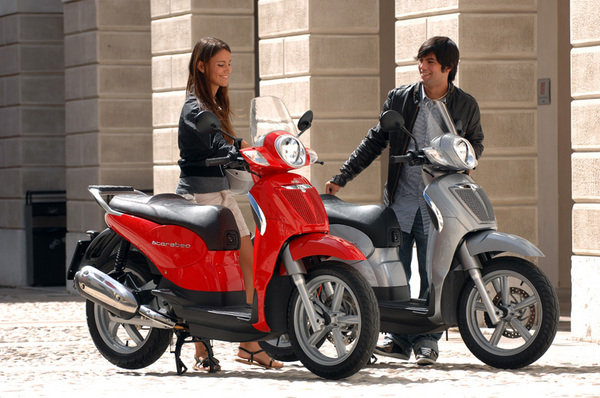 2008 aprilia scarabeo 125 200 motorcycle review top speed. Black Bedroom Furniture Sets. Home Design Ideas