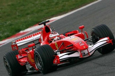 Kimi Raikkonen takes the pole position at the European Granp Prix