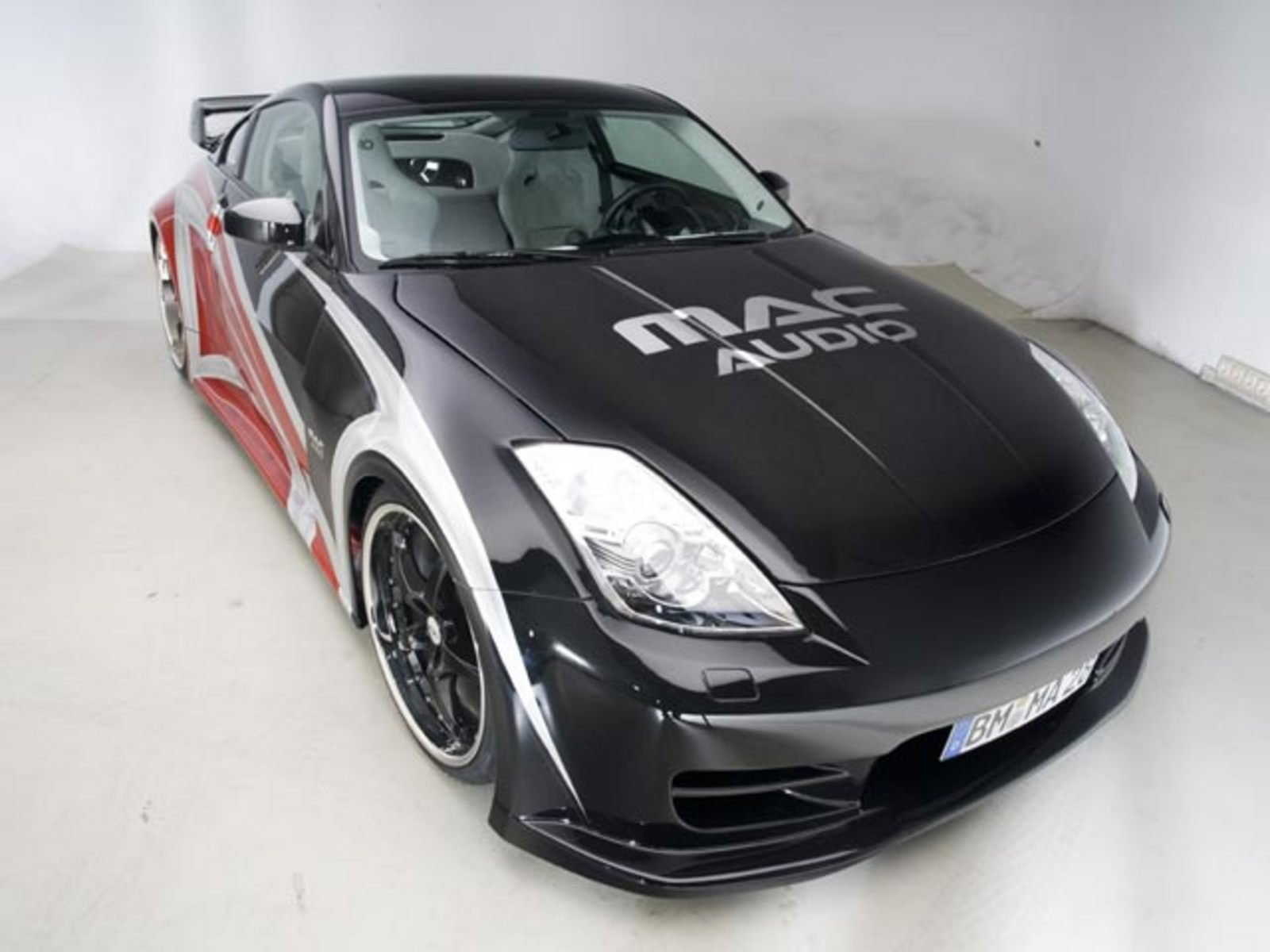 nissan 350z mac audio news top speed. Black Bedroom Furniture Sets. Home Design Ideas