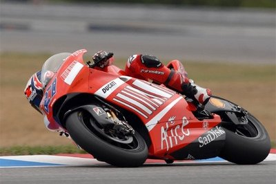 Casey Stoner takes the pole at the Czech Grand Prix