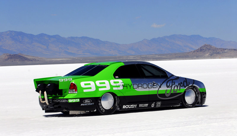 Ford Fusion hydrogen fuell cell breaks 200Mph