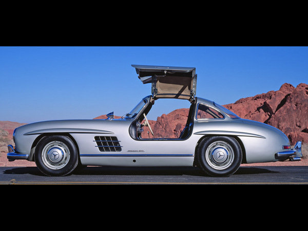 is the mercedes-benz gullwing coming back picture