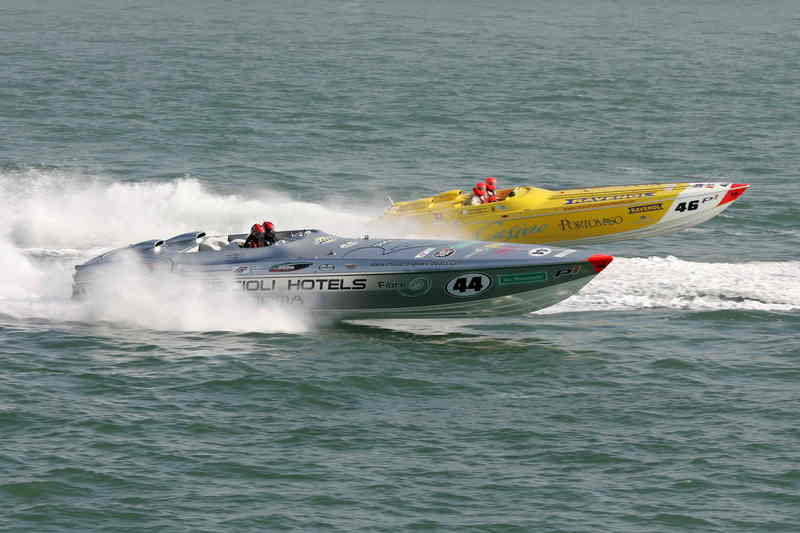 Powerboat P1 – Extremeboat is the winner of Cowes weekend