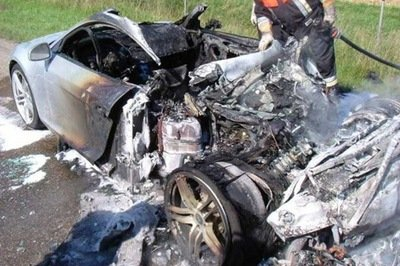 In Flames! hidraulic problem on the Audi R8? - image 196400