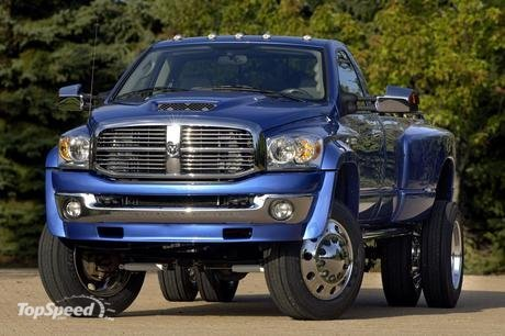 The team also accommodated the dually setup with a 6-in. suspension lift kit