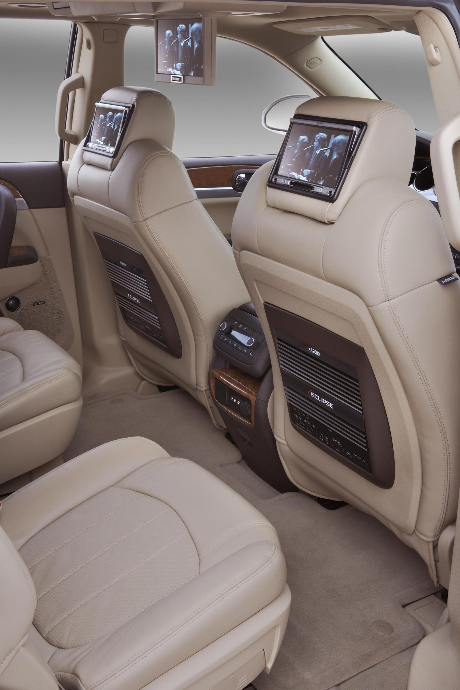 buick car pictures buick enclave stylish and versatile. Black Bedroom Furniture Sets. Home Design Ideas