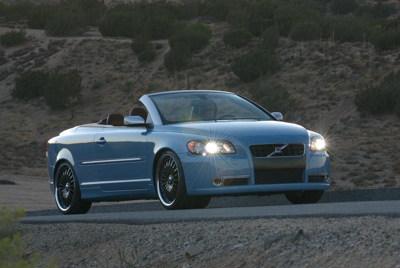 2007 Volvo Caresto C70. Car Reviews