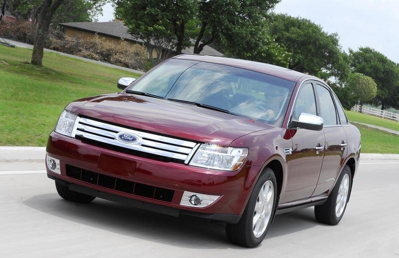"2008 Ford Taurus named ""Family Car of the Year"""