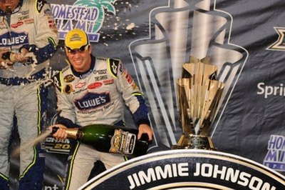 Johnson wins the second consecutive Nextel Cup championship