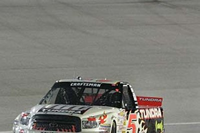 Skinner's bad luck allows Hornaday to takes Craftsman Truck title