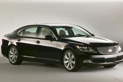 Lexus sold 6000 LS600h; three times more than expected