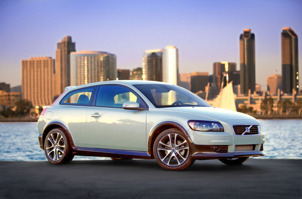Volvo Working On XC30 CUV? | car News @ Top Speed