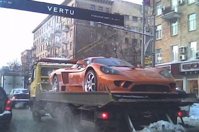 How not to deliver a Saleen S7...