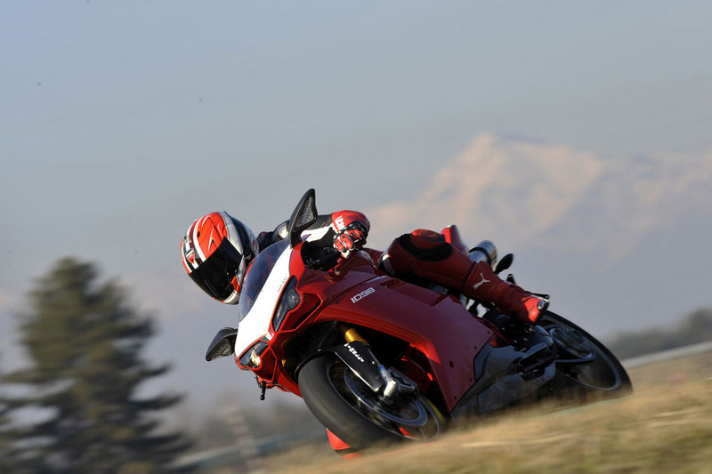 Michel Fabrizio tries the new 1098R!