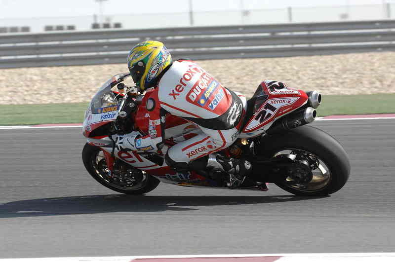 Bayliss and Fabrizio battle against the Elements at the Losail International Circuit