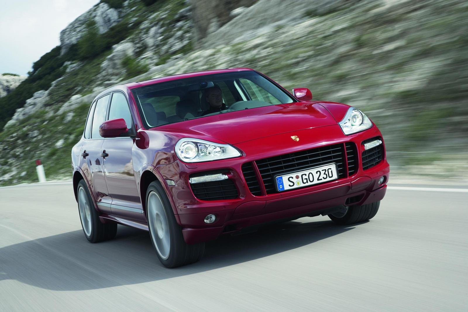 porsche cayenne gts unveiled in chicago news top speed. Black Bedroom Furniture Sets. Home Design Ideas