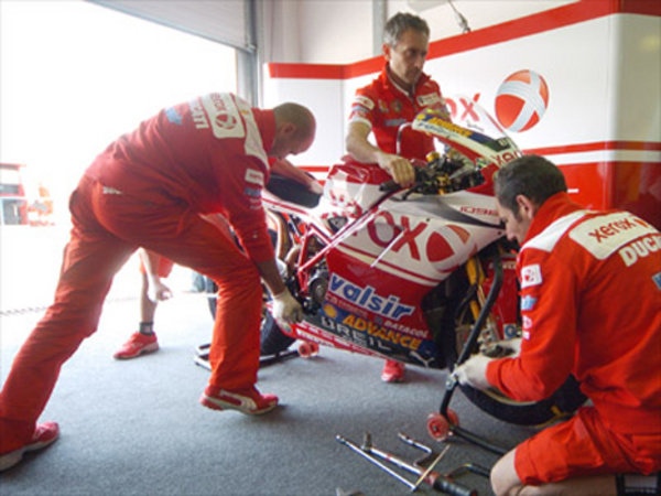 the ducati xerox team prepares for an action packed weekend in phillip island picture