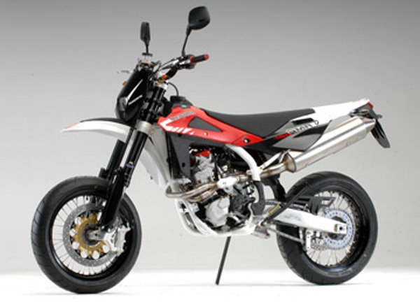 2008 husqvarna sm 450 r and sm 510 r motorcycle review top speed. Black Bedroom Furniture Sets. Home Design Ideas