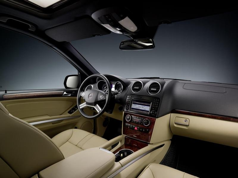 2010 Cadillac Srx Interior. Mercedes#39; ML class, the SRX#39;s,