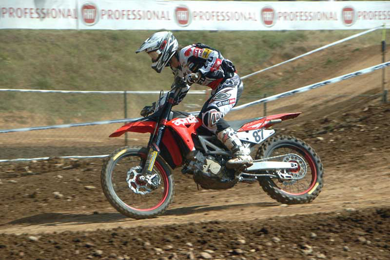 Positive race debut for the 2009 Model Year Aprilia MXV 4.5