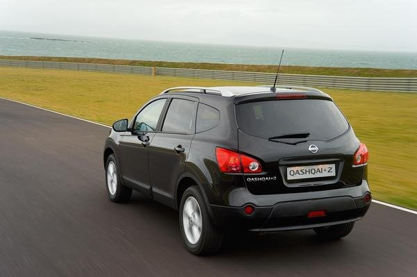 2009 nissan qashqai 2 car review top speed. Black Bedroom Furniture Sets. Home Design Ideas