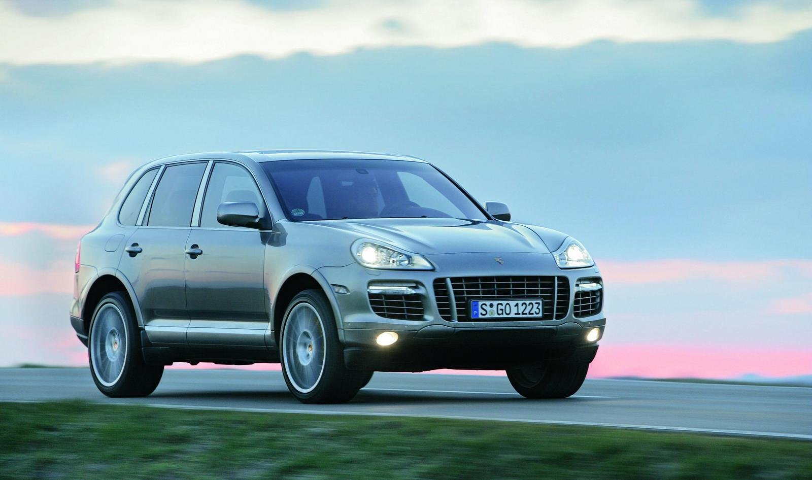 2009 Porsche Cayenne Turbo S Wallpaper