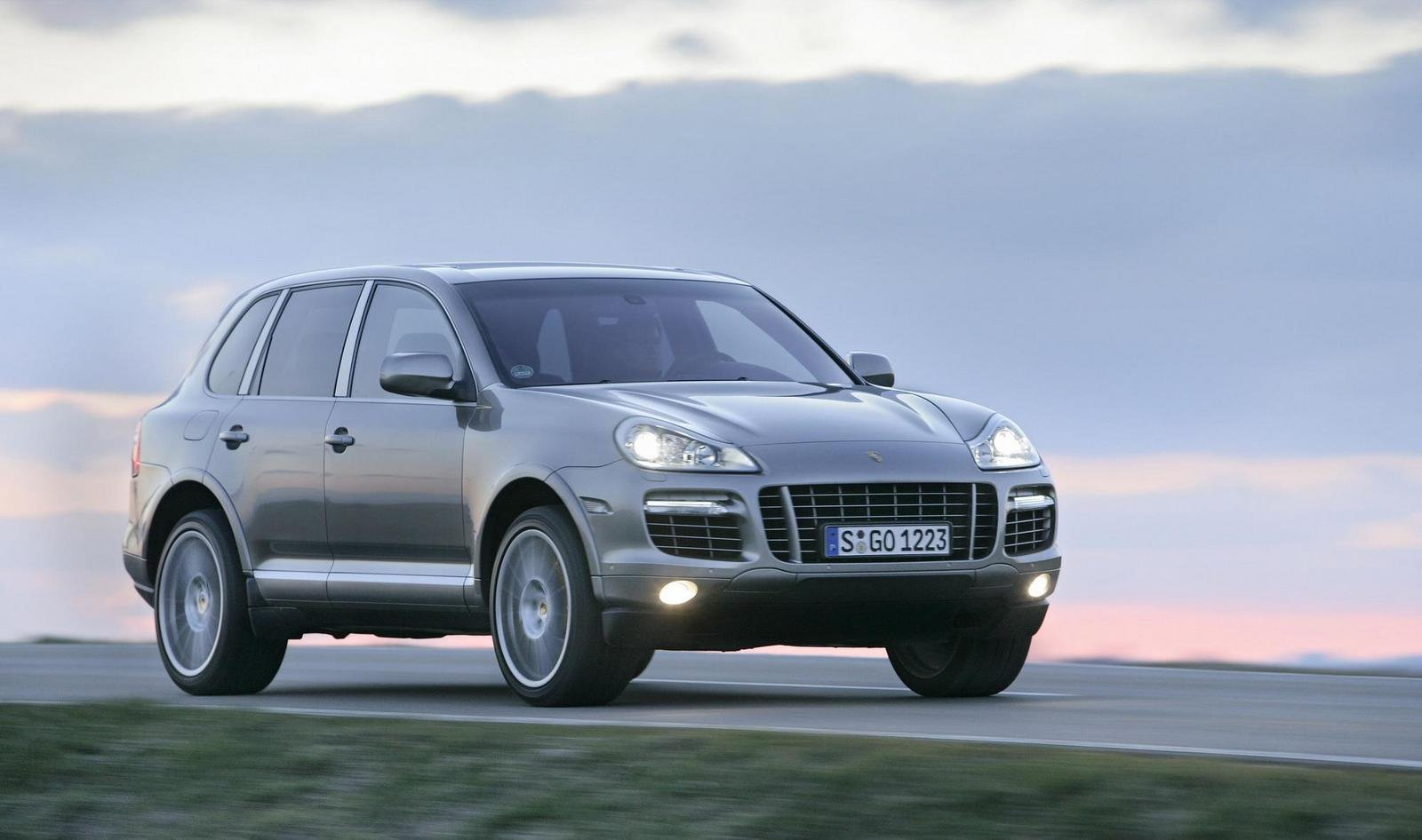 2009 porsche cayenne pricing announced news top speed. Black Bedroom Furniture Sets. Home Design Ideas