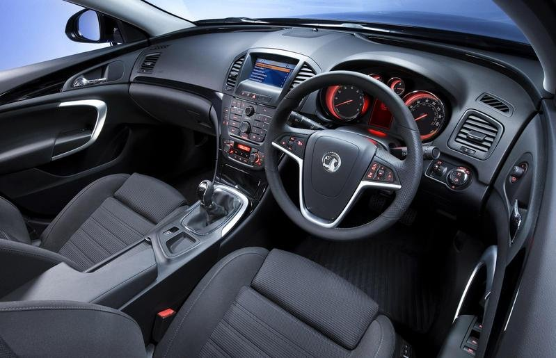 Opel Insignia - first interior shots