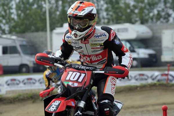 world supermoto championship van den bosch maintains his leadership in the s1 picture