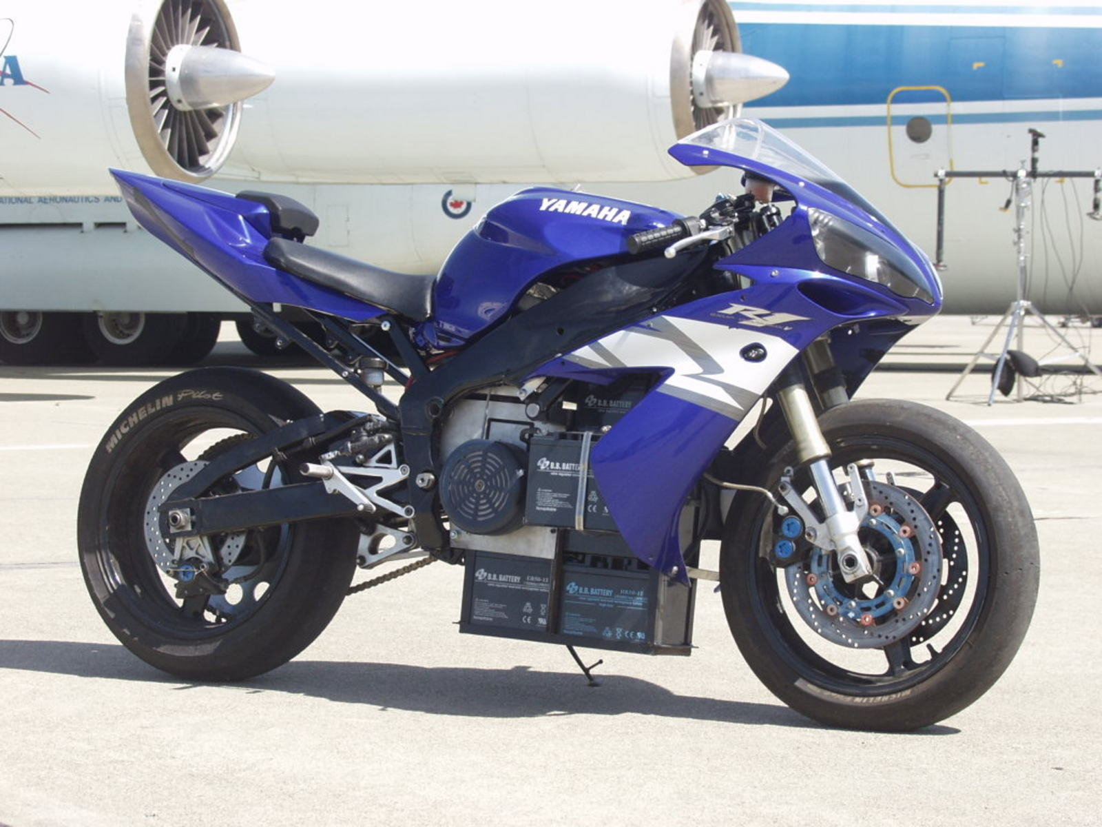 World 39 s first electric yamaha r1 retains its sporty for Electric yamaha motorcycle