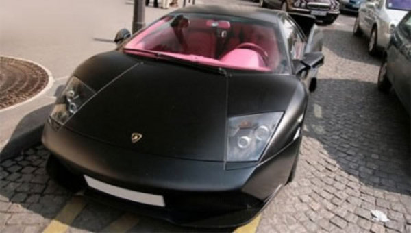 black lambo pink interior car news top speed. Black Bedroom Furniture Sets. Home Design Ideas