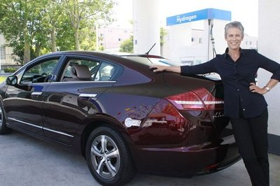 Jamie Lee Curtis gets Honda FCX Clarity