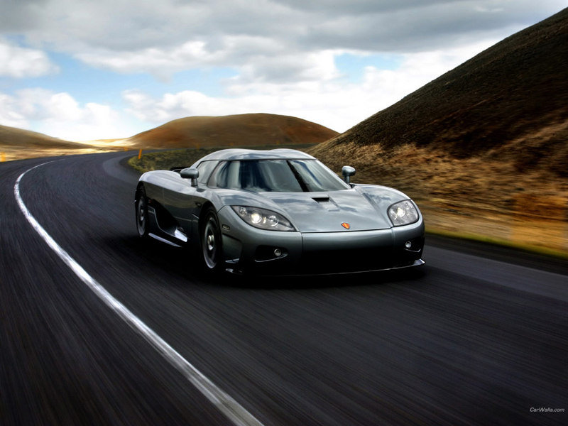 Koenigsegg to launch a 700-hp four-door model by 2011