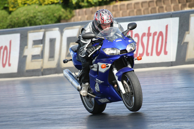 2009 Yamaha YZF-R6S Action