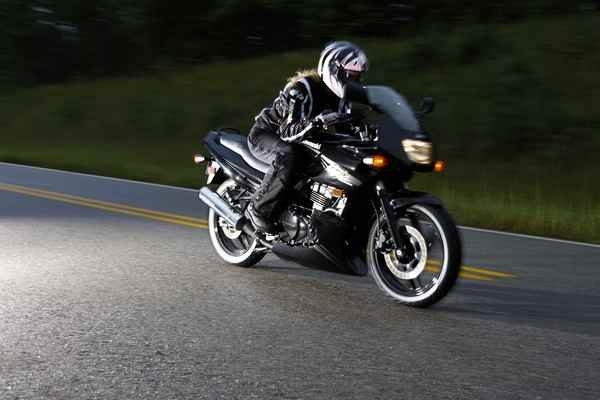 2010 Suzuki GS500F | motorcycle review @ Top Speed
