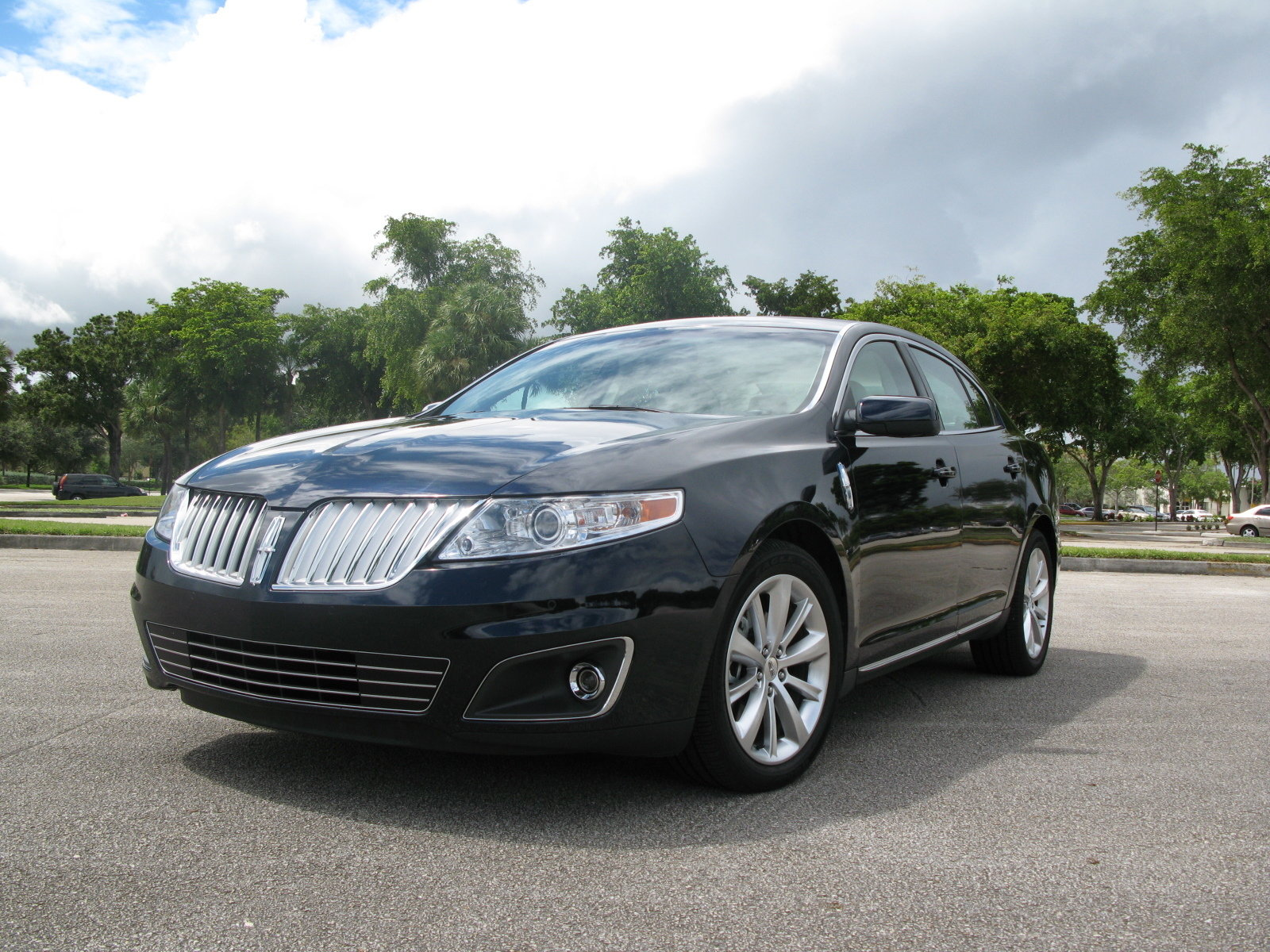 http://pictures.topspeed.com/IMG/crop/200810/2009-lincoln-mks-awd-4_1600x0w.jpg