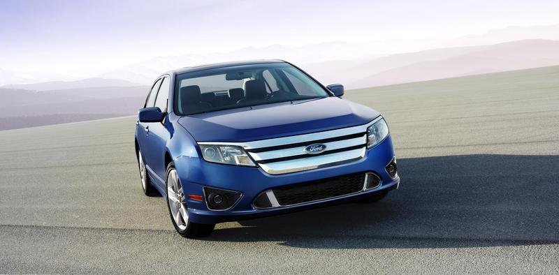 2010 Ford Fusion comes with three new engines