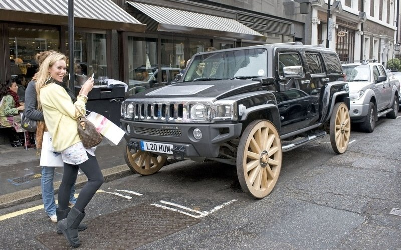 Hummer H3 gets wooden wagon wheels
