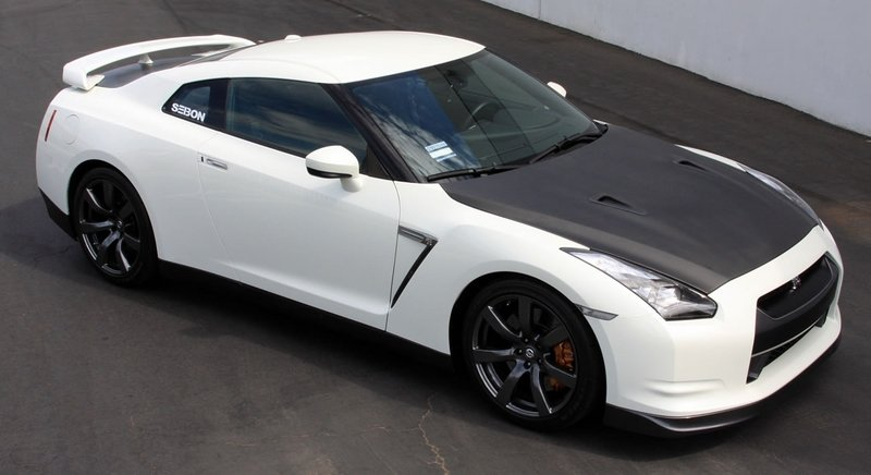 Seibon releases carbon-fiber accesories for the Nissan GT-R