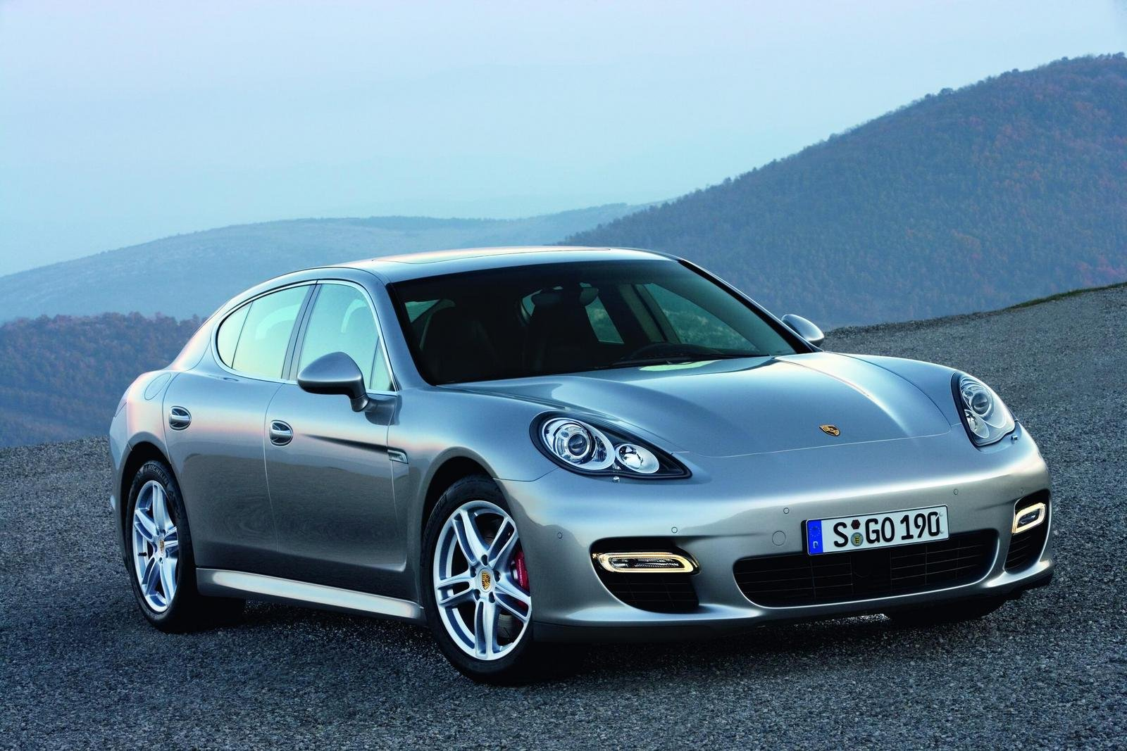 2010 porsche panamera review top speed. Black Bedroom Furniture Sets. Home Design Ideas