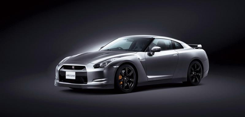Nissan GT-R launched in Europe with 5 more hp