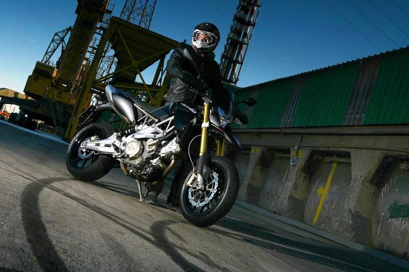 US sees the arrival of the 2009 Aprilia SMV 750 Dorsoduro