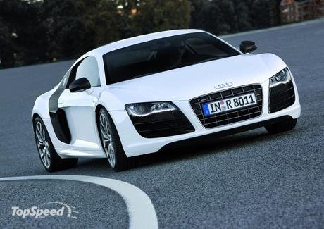 In the R8 V10, deceleration is provided by an extremely muscular braking
