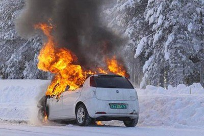 Fiat Grande Punto facelift on fire while testing