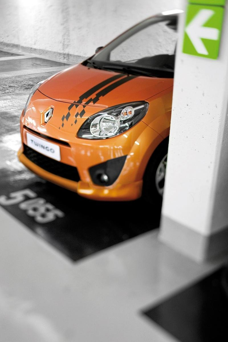 Recent 2011 renault twingo car