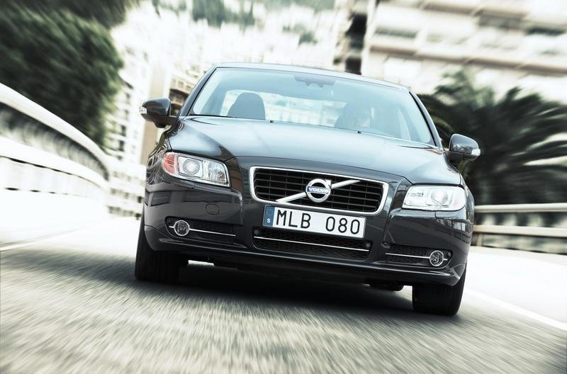 2010 Volvo S80 Front View