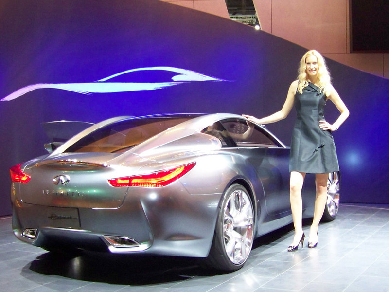 2009 Infiniti Essence concept is the preview of future hybrids