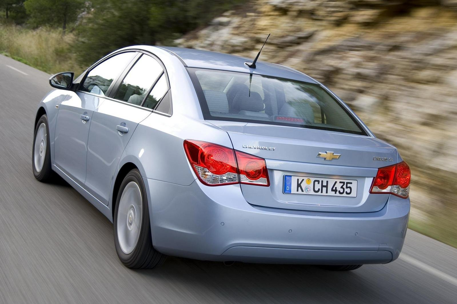 http://pictures.topspeed.com/IMG/crop/200903/2010-chevrolet-cruze-1_1600x0w.jpg
