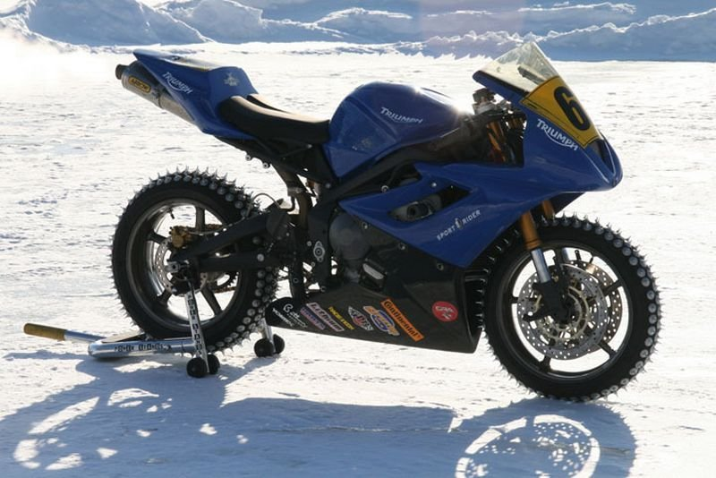 Triumph Daytona 675 ready for the ice
